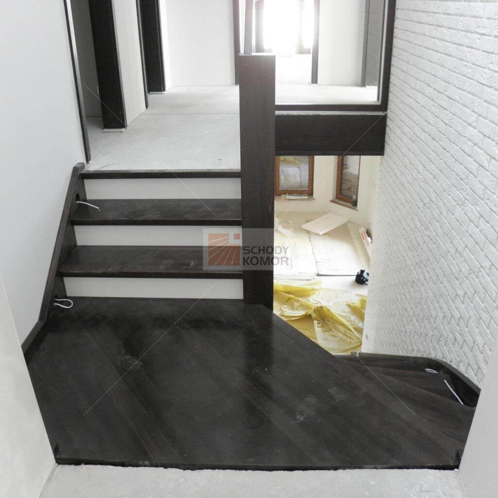 schody drewniane z wyjściem na półpiętro 3