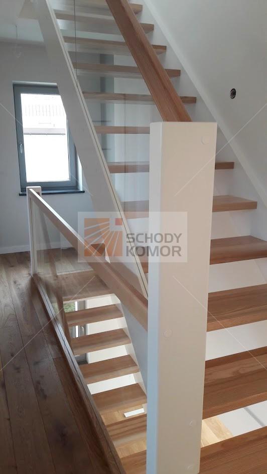 Wszystkie nowe nowoczesne białe schody drewniane ze szkłem - Nowoczesne schody BU55