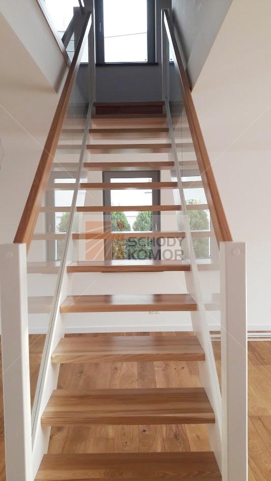 Ogromny schody drewniane ze szkłem - Nowoczesne schody drewniane BH18